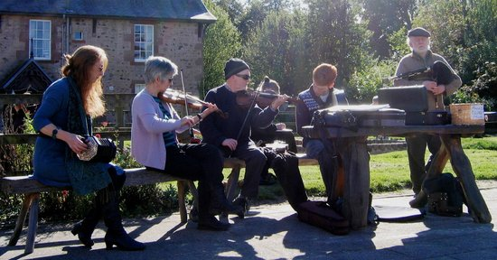Harestanes Countryside Visitor Centre: Traditional music at Harestanes Apple Day event.