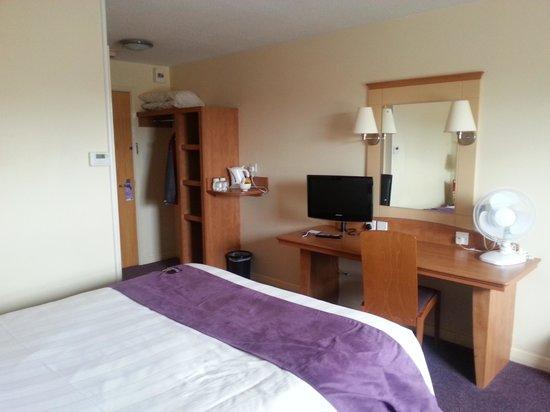 Premier Inn St. Neots (Colmworth Park) Hotel: A standard room