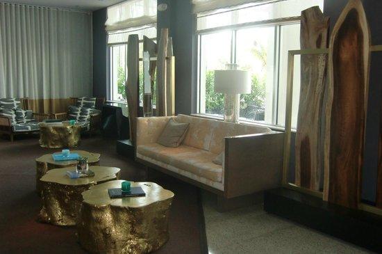 Kimpton Surfcomber Hotel: Enty/ lobby area