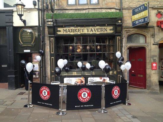 Market Tavern: Outside