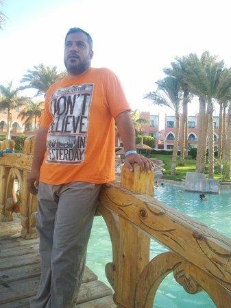 Tropicana Azure Club : منطقه حمامات سباحه