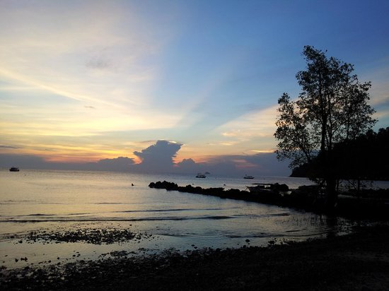 Tioman House : the sunset in front of the hotel.