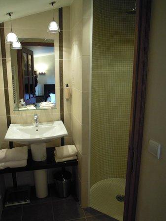 Hotel Les Remparts : Baño