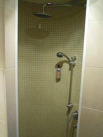 Hotel Les Remparts: Baño