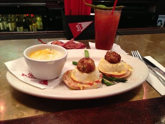 Boatyard Bar & Grill : Eggs on Fourth Street with Pepper Jack Grits