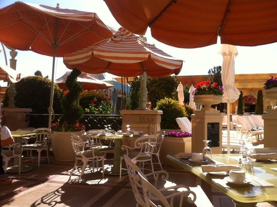 Tableau Las Vegas Outdoor Seating Area Breakfast