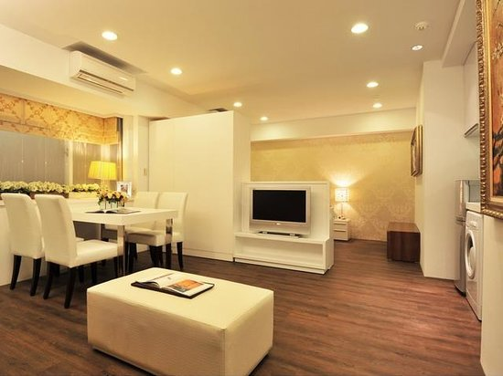 Opohills Boutique Apartments: living space