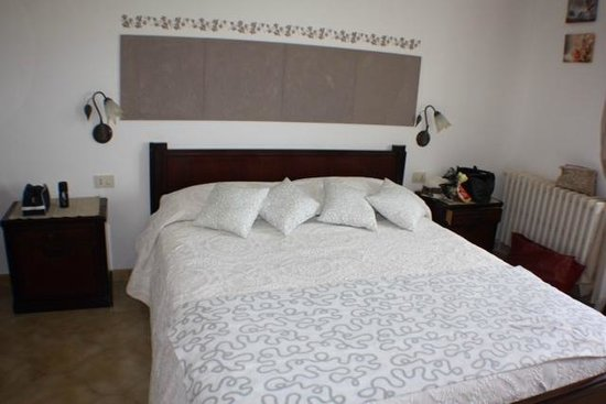 Villa Damecuta: Our beautiful and comfortable room