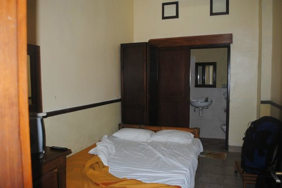 Jambu Inn: Room