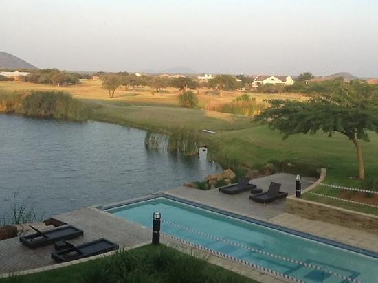Phakalane Golf Estate Hotel Resort : pool and dam/pond