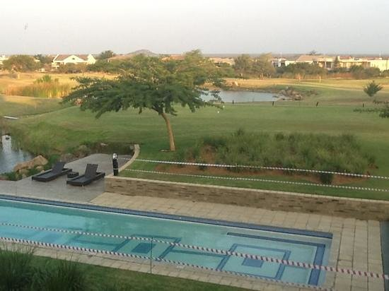Phakalane Golf Estate Hotel Resort : golf course