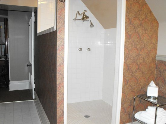 Sanders - Helena's Bed and Breakfast: Fabulous shower -- big enough for two