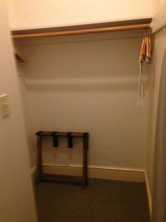 ดิ โอปอล ซานฟรานซิสโก: Unusually large closet!