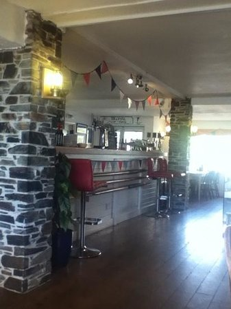 Torcross Boat House: The bar