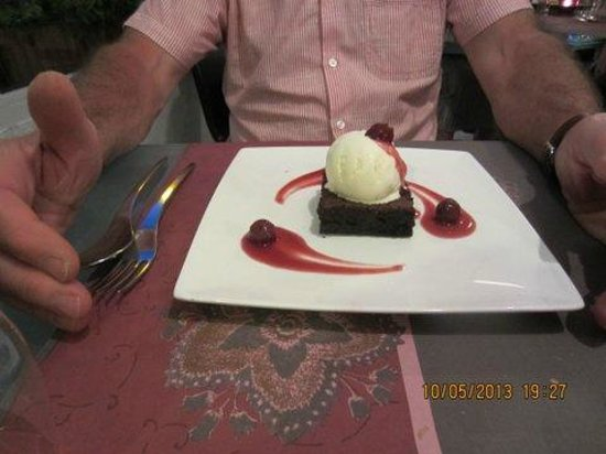 La Cocina: Chocolate Brownie with Cherries in Cherry Brandy