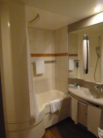 Novotel Dusseldorf City West: Ванная комната