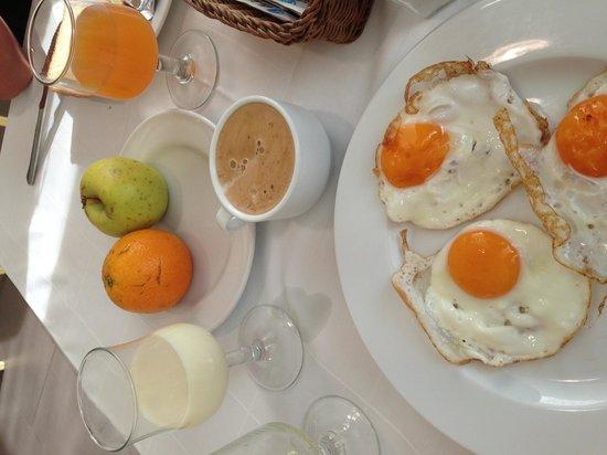 Nuba Hotel Coma-ruga: Petit Déjeuner
