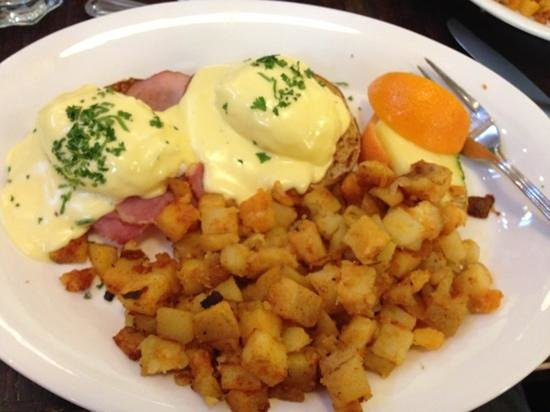 Red's Diner: Tasty Traditional Benny