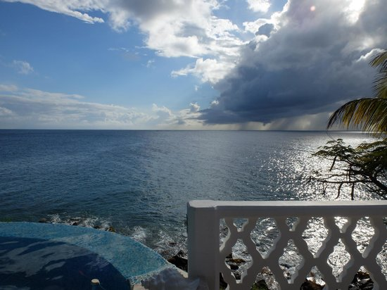 Curtain Bluff Resort : Hot tub in the spa, with the best view on earth