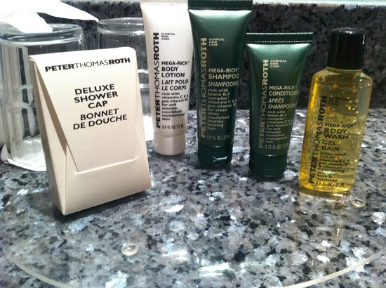 Hilton London Euston: Amenities in the bathroom