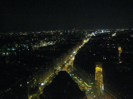 Hyatt Regency Paris Etoile: View from room at night