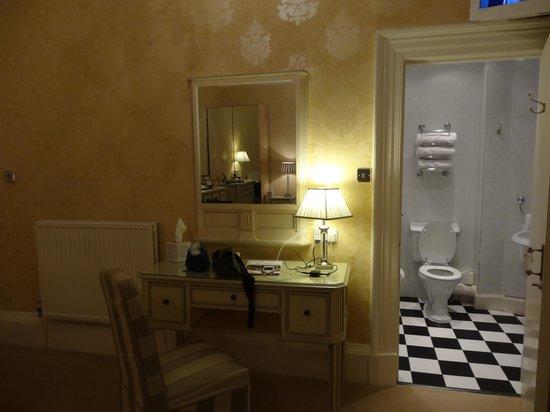 Abercorn Guest House: Camera tripla - particolare 1