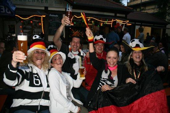 Gosenschenke Ohne Bedenke: Public Viewing auf den überdachten Terrassen und im Biergarten bzw. im Fussballkeller