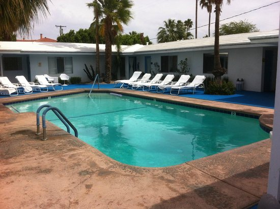 Palm Springs Rendezvous: great pool