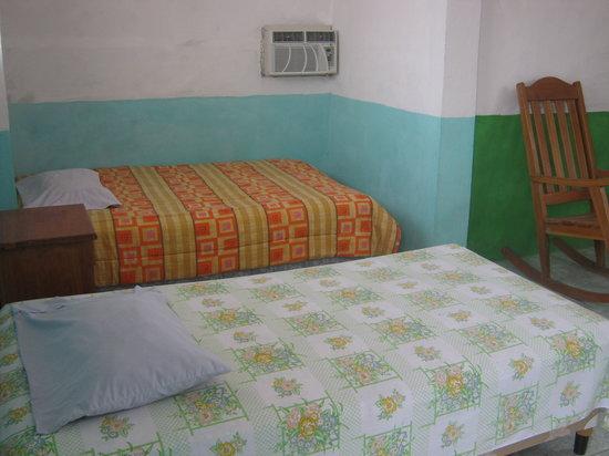 Hotel La Canoa: Habitaciones muy comodas con aire, ventilador, televisión y baño privado con agua caliente, y ot