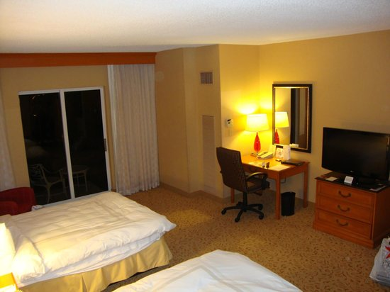 Fort Lauderdale Marriott Coral Springs Hotel, Golf Club & Convention Center: Spacious Room