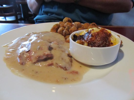 McKoy's Smoke House and Saloon: Country Style Steak with Mac and Cheese