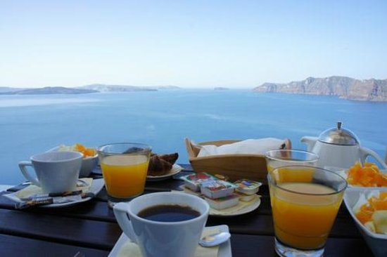 Delfini: Petit déjeuner en terrasse