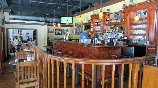Iron Horse Restaurant: Bar