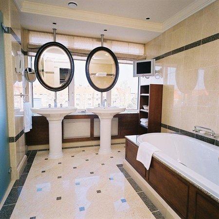Hotel Okura Amsterdam: Bathroom Deluxe Room
