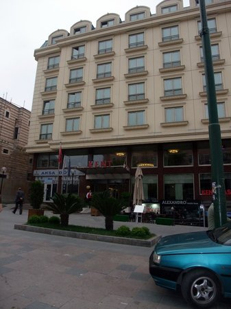 Kent Hotel Istanbul : Hotel front entrance