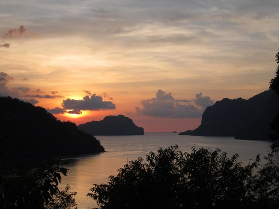 Makulay Lodge & Villas: sunset from rooftop