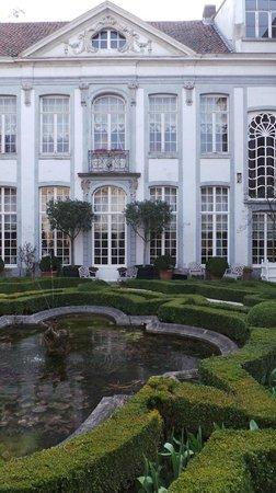 Chambres D'hotes Hotel Verhaegen: отель, вид из внутреннего двора
