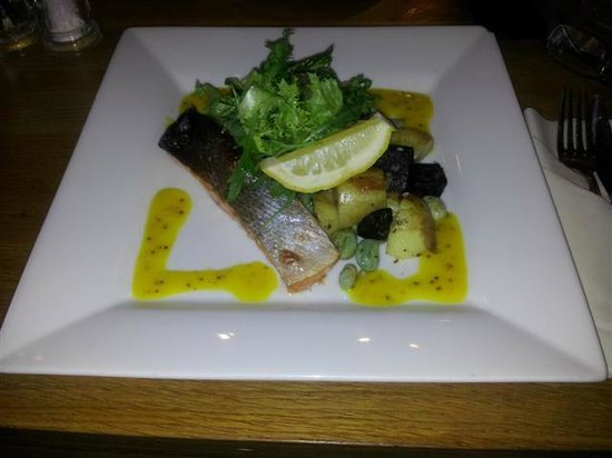 The Ostrich Restaurant: Special salmon was nice