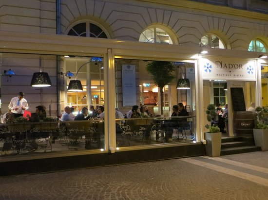 Nad'or Boutique Bistro: Nad'or at night
