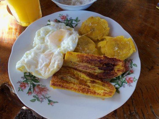 Hospedaje Nathaly: Nuestro primer desayuno de Dulia