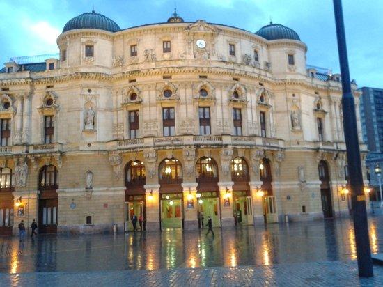 Teatro Arriaga Antzokia: de noche