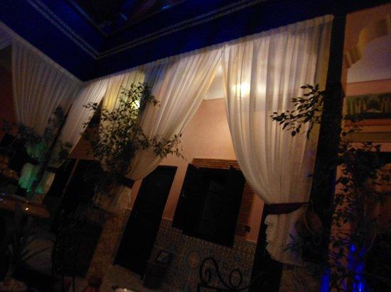 Hotel El Kennaria: corridoi esterni