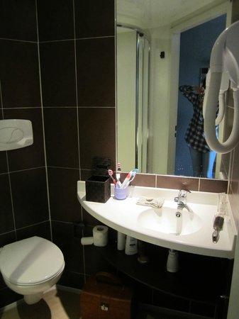 BEST WESTERN Hotel La Mare O Poissons : salle de bains