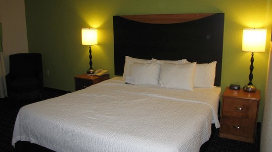 Fairfield Inn & Suites Knoxville/East: Our room