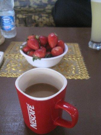 Nubian Palace Coffee Shop: capuccino & strawberrys