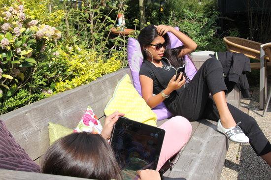 Erg Leuk: Heerlijk zonnen op het terras ......