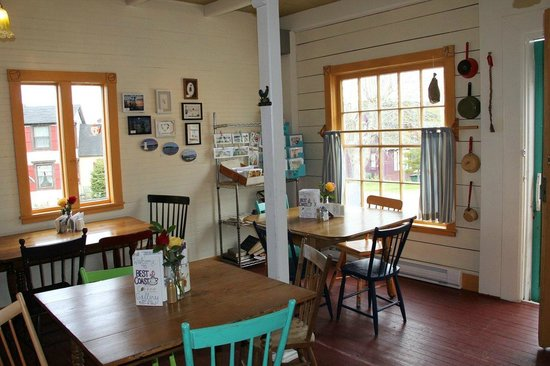 Best Coast Coffee Gallery : interior of Beat Coast Coffee and Gallery - Broad Cove