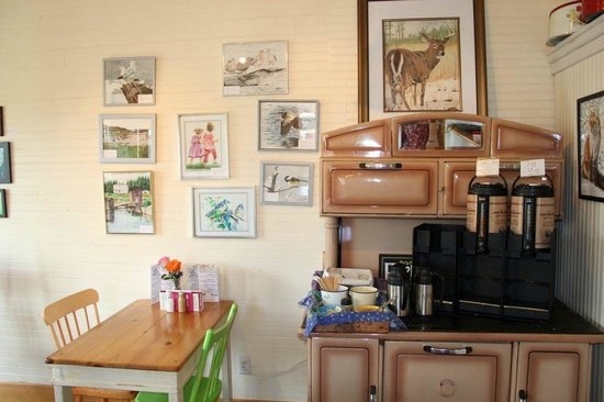 Best Coast Coffee Gallery : interior of Best Coast Coffee and Gallery - Broad Cove