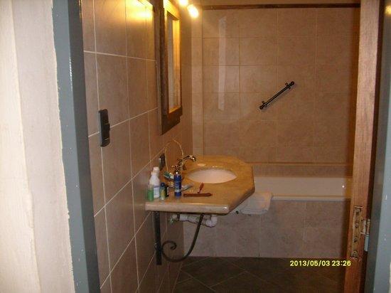 Aire Andino Aparthotel: baño