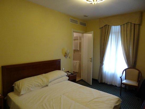 Hotel Olympia : Quarto amplo